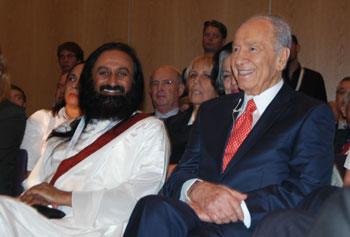 Sri Sri Ravi Shankar with President of Israel Shimon Peres at the Second Israeli Presidential Conference on October 21, 2009